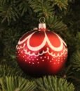 curl_red_glass_christmas_ball_on_christmas_tree2