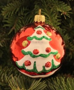 new_year_red_glass_christmas_ball_on_christmas_tree2
