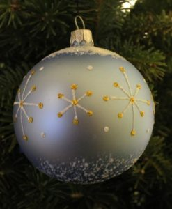 wizard_greyglass_christmas_ball_on_tree2